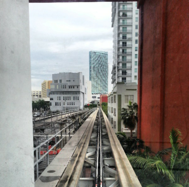 Miami-Metromover_First-Street-stop_2.png